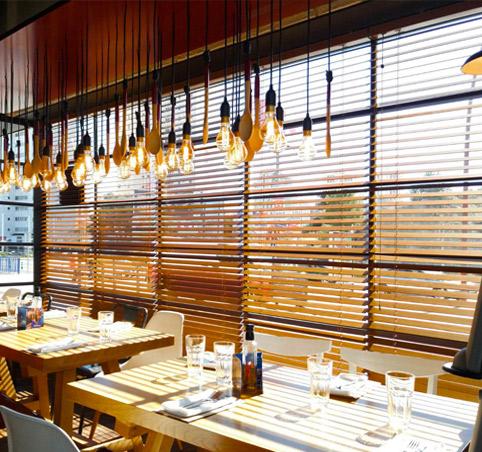 Estores paqueto y plegables fabricados a medida cortinadecor - Venecianas de madera ...