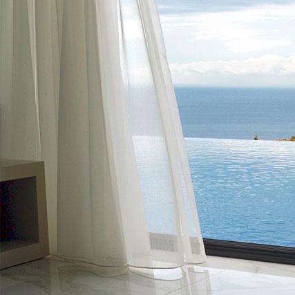 Cortinas lino corti for Cortinas blancas salon
